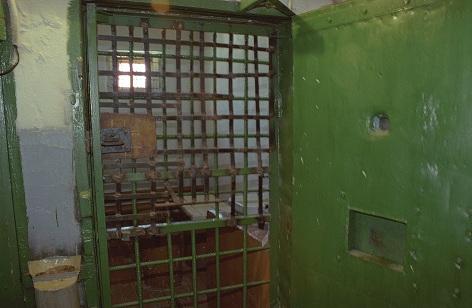 тюрьма Двери и решетки куликов