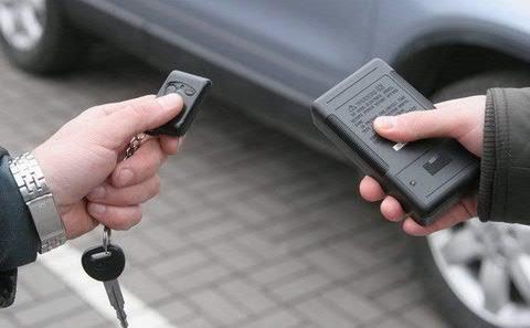 В Курске задержаны воры, вскрывавшие машины с помощью сканера