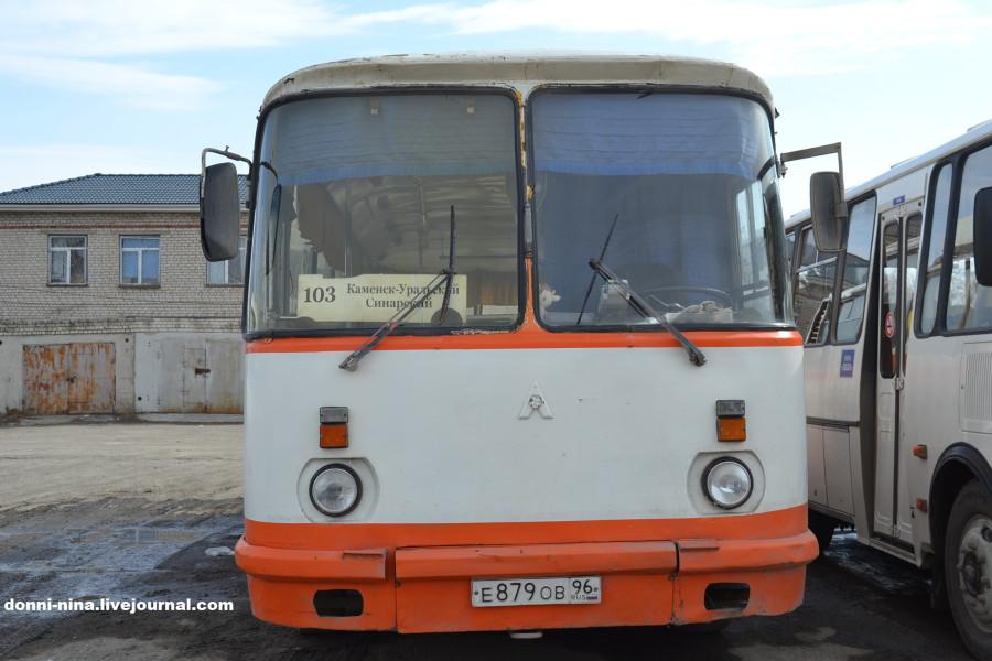 gruz-spermi-zalez-pod-yubku-v-avtobuse-poezde-mozhno-trahnut