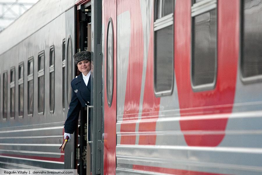 Девки раздеваются перед поездом фото 576-875