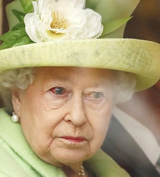Елизавета 2 показала свой настоящий глаз?