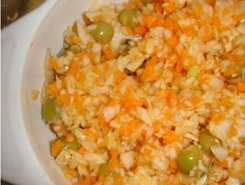 Этой закуске уже полтора столетия, ее активно едят во всем salat-s-chipsami_thumb