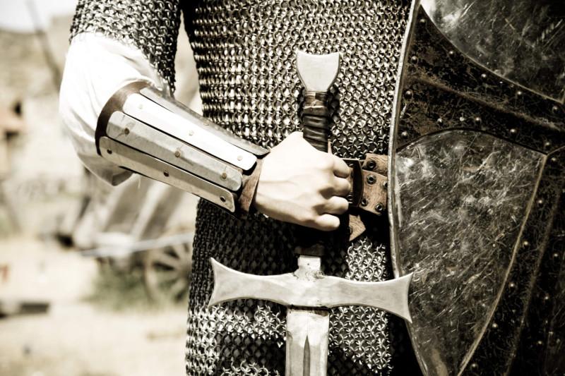 Книжная суббота. Манагер-попаданец = гаремник, великий маг и вообще герой.