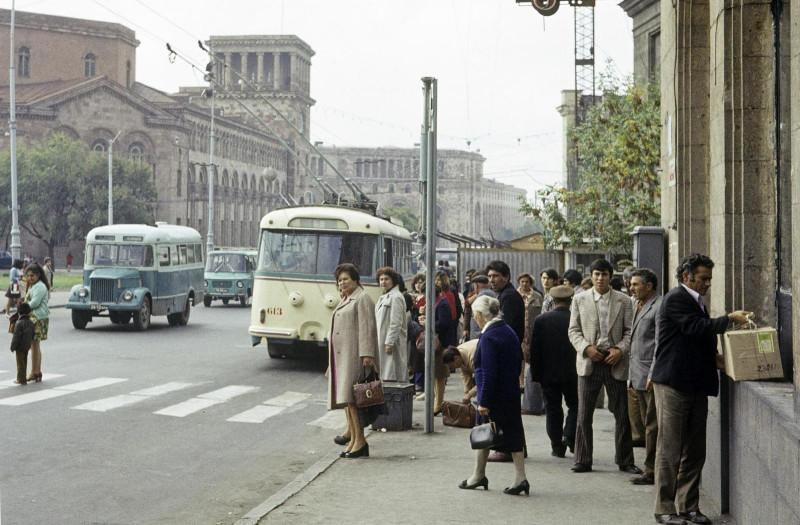 Книжная суббота. Попаданец назад в СССР, армянский вариант.