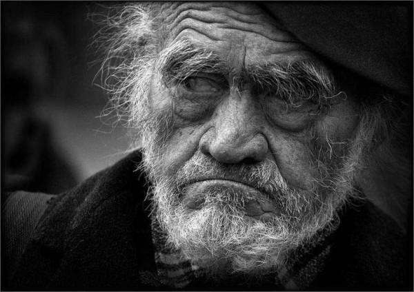 Почему пожилые люди мыслят более токсично?