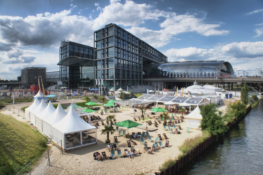 Berlin Hauptbahnhof beach1