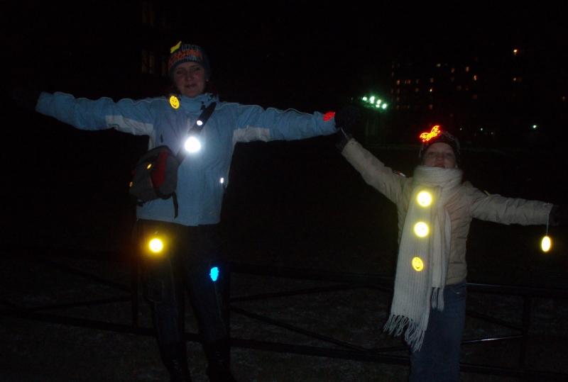 Люди со светоотражателями