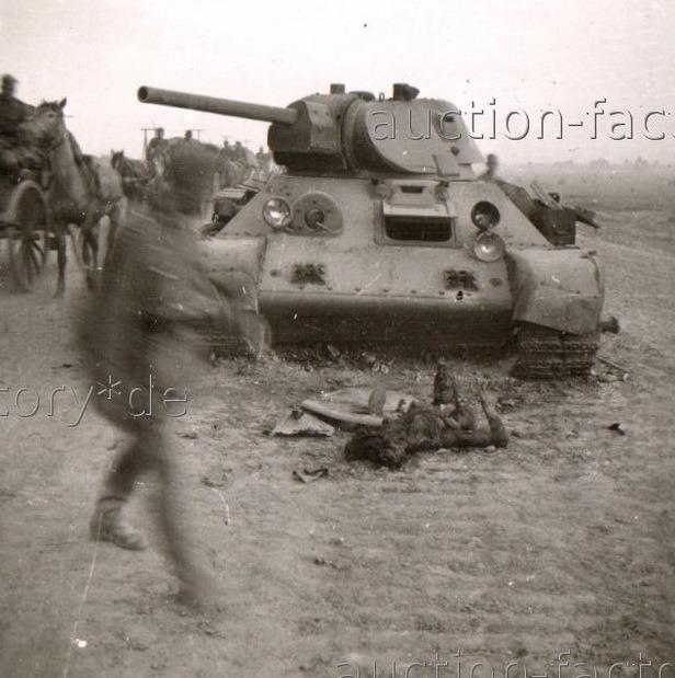 T-34_dead_wo_legs_01.jpg