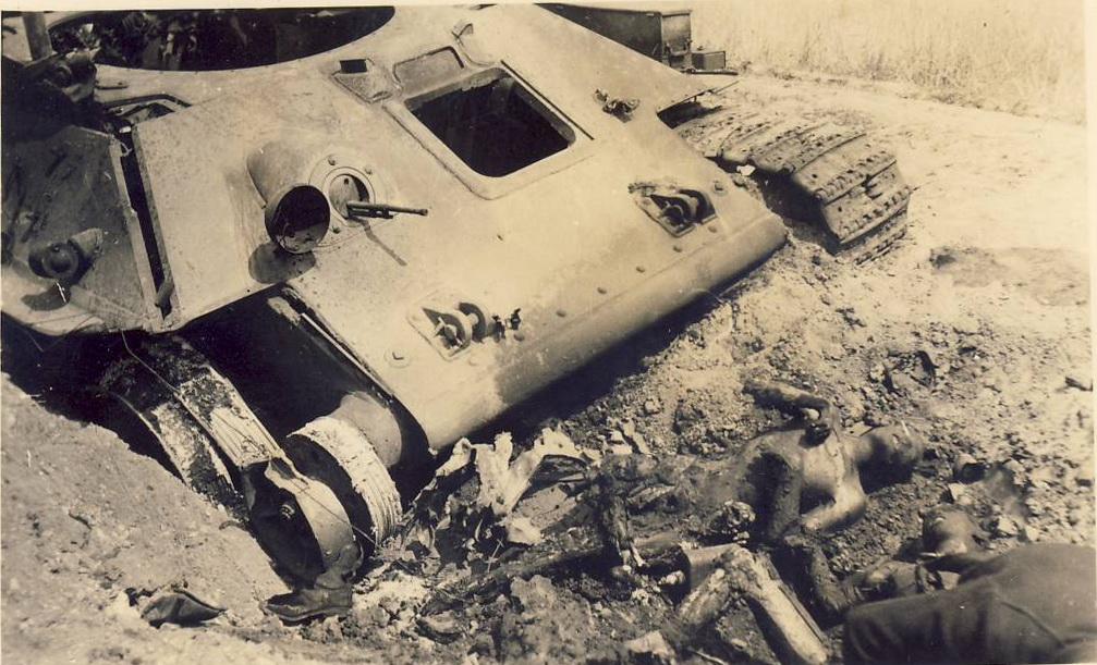 T-34_ohne_turm_two_02.jpg
