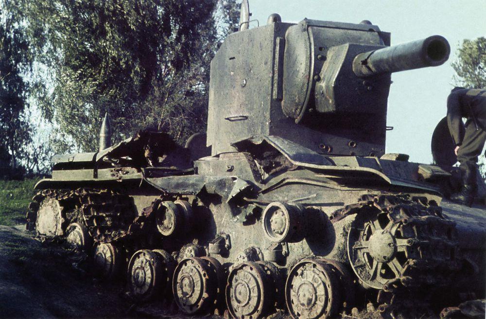 KV-2_Ostrov_kombats.JPG