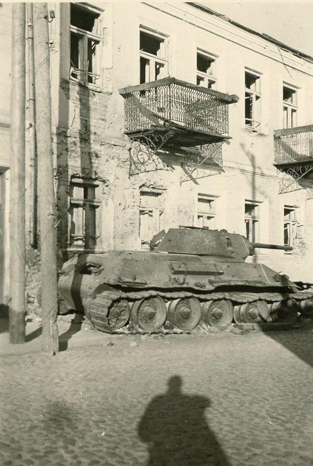 Russland-Kaempfe-Panzer-Tank-T-34-Foto-.JPG