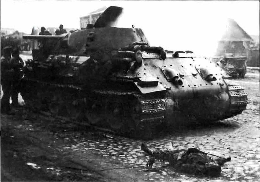 T-34_Minsk_tankists.jpg