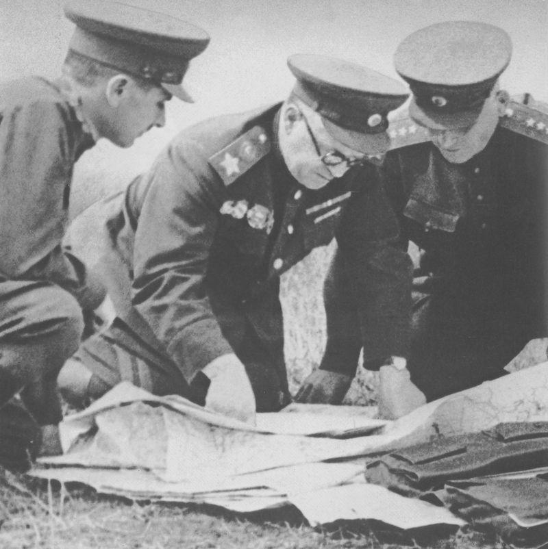 К 120-летию со дня рождения Г.К.Жукова Zhukov_Konev_Kursk.jpg