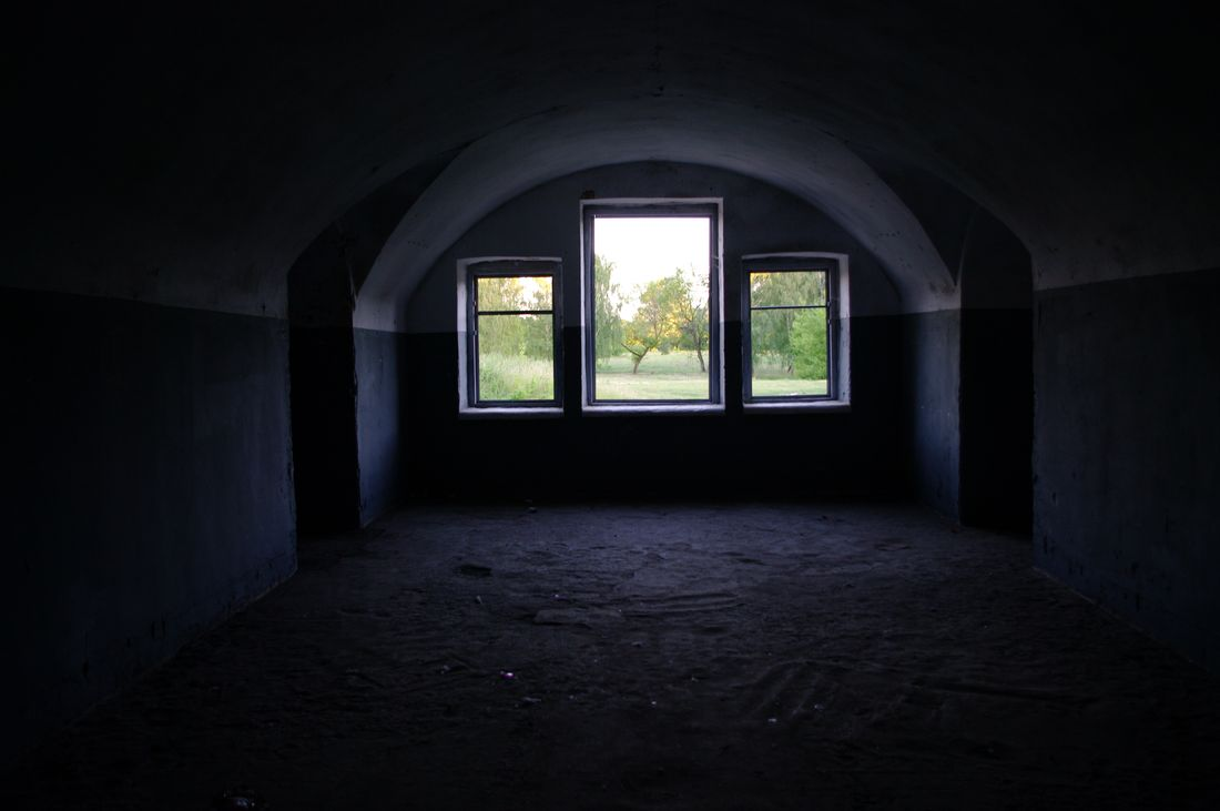 West_fort_three_window_inside.JPG