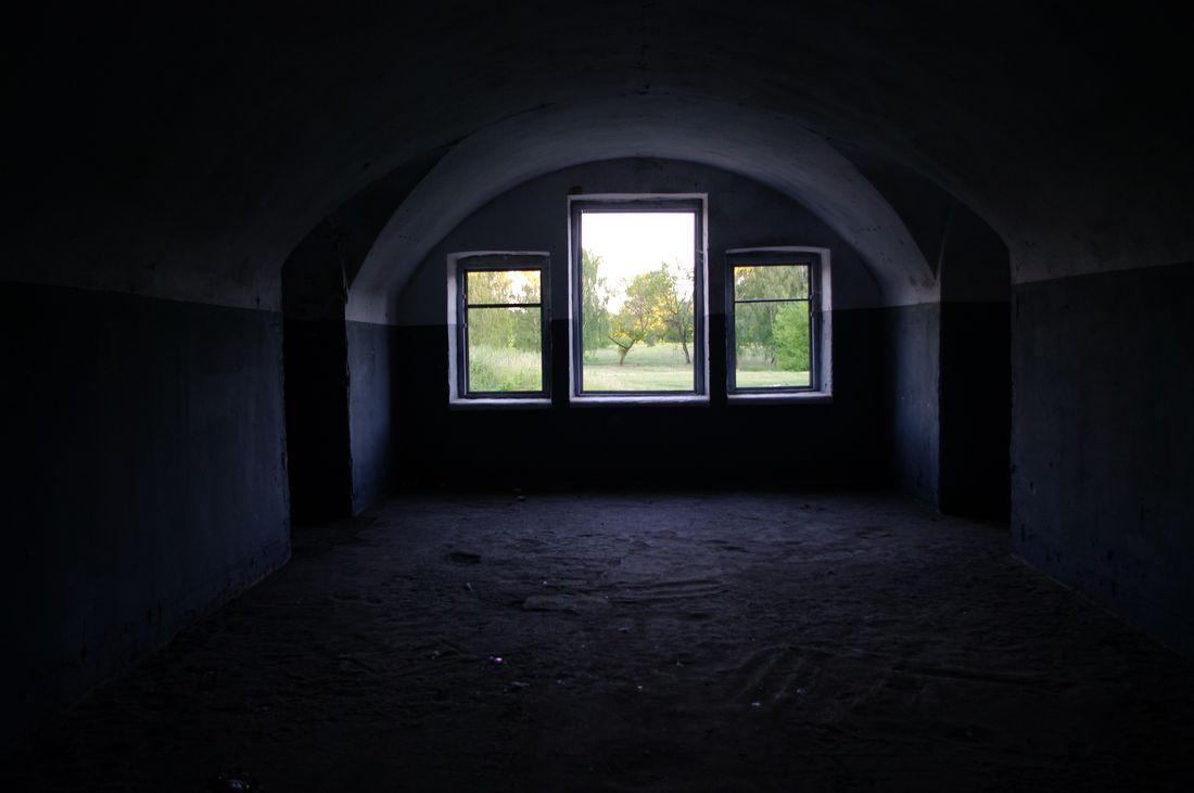 West_fort_three_window_inside.JPG
