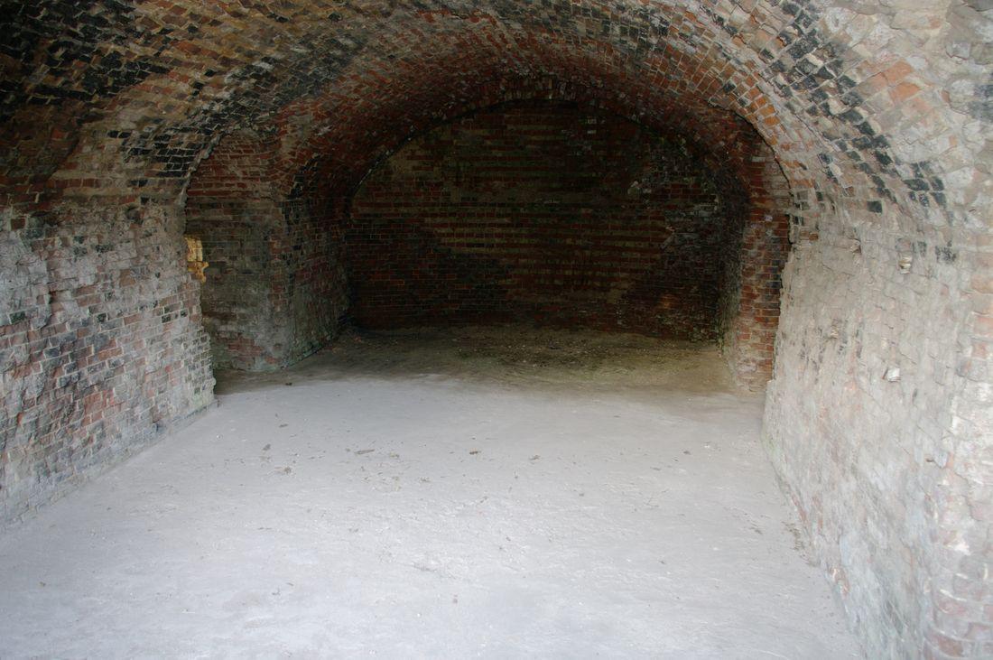 East_gates_98_oiptd_caserne_inside.jpg
