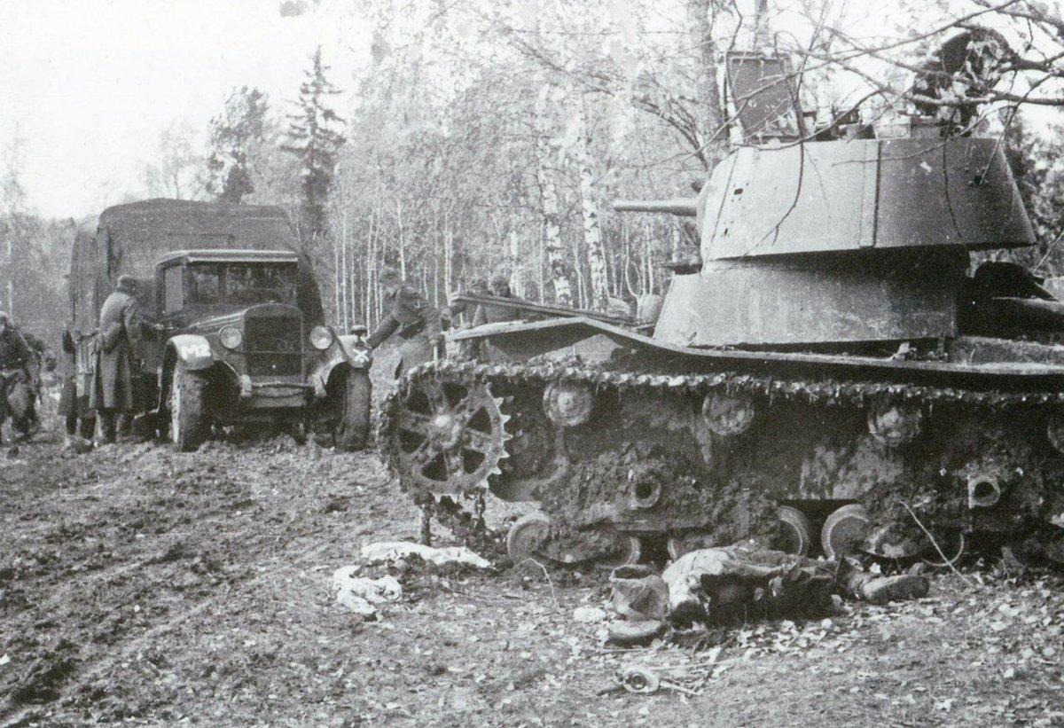 T-26_dead_17ID_Oct-1941.jpg