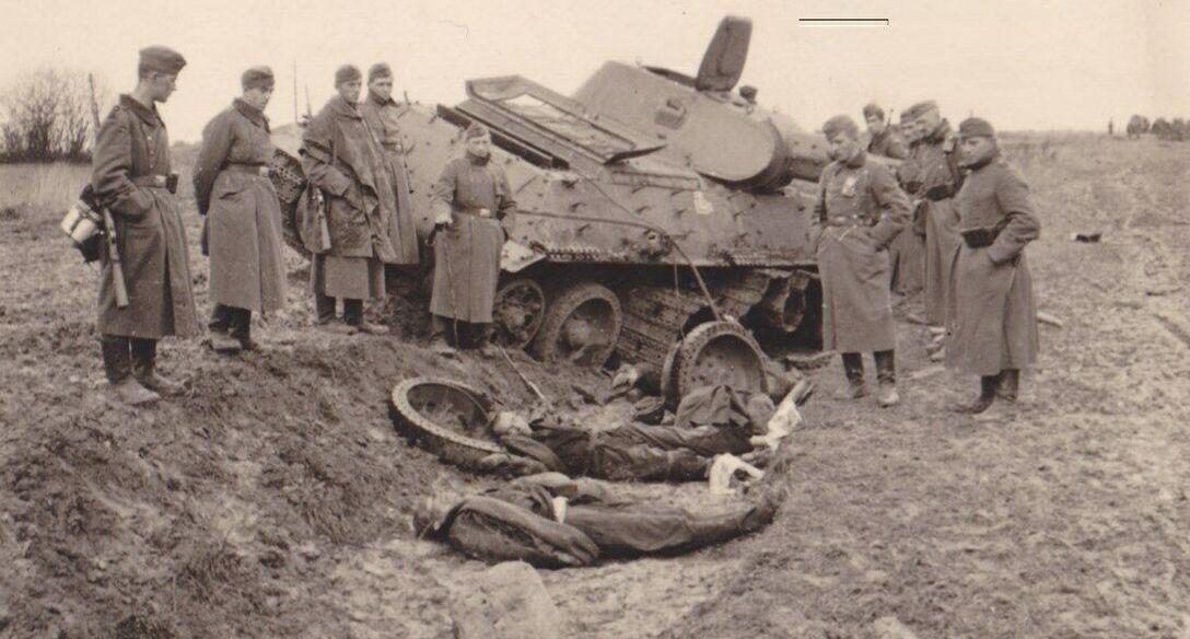 T-34_dead_tankers_cut.jpg