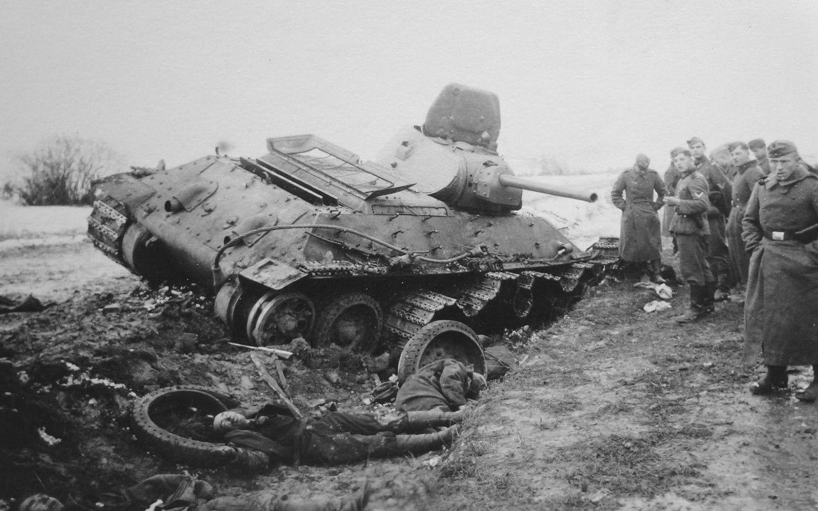 T-34_dead_tankers_II.jpg