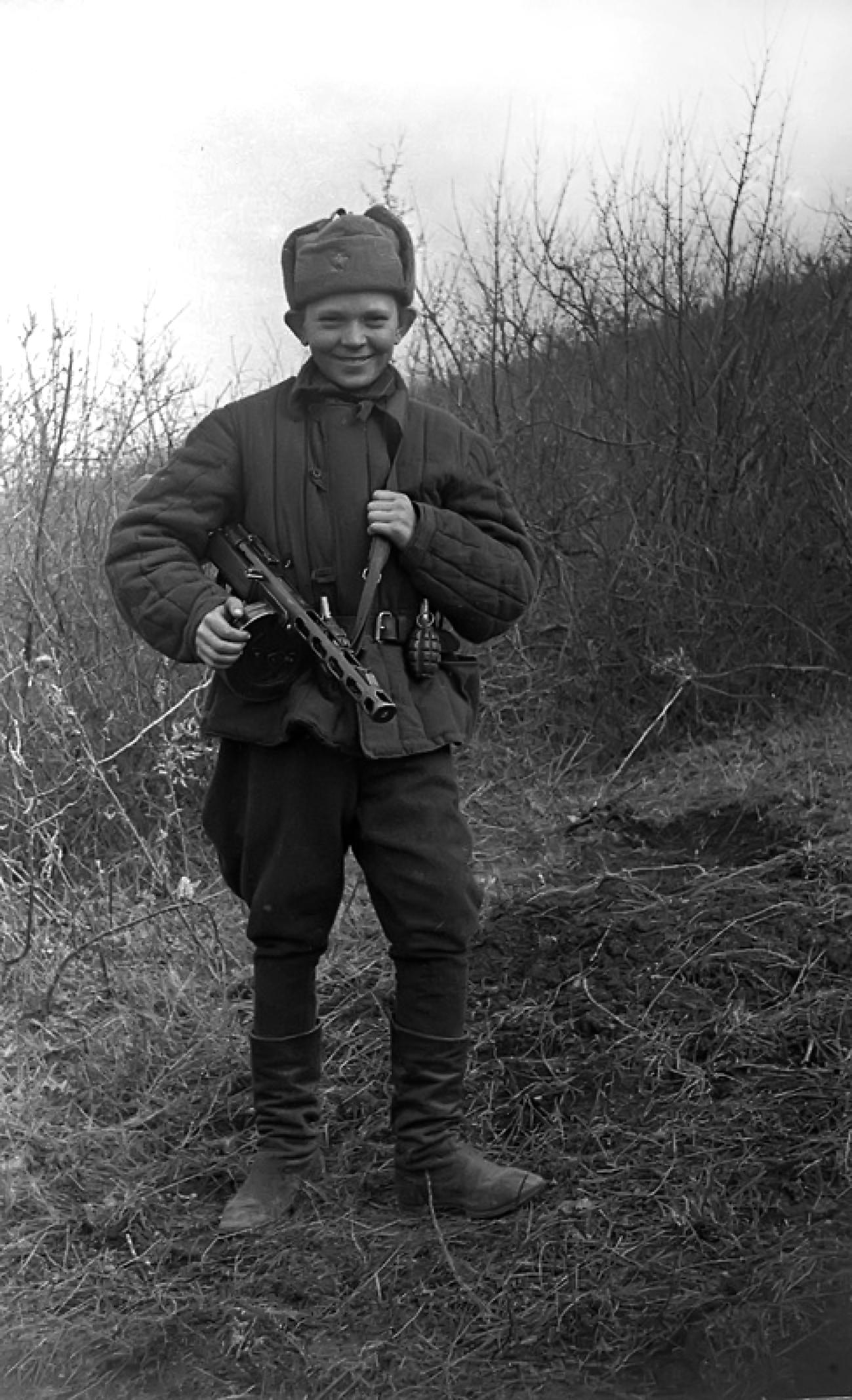 Володя Чепурной, юный разведчик 456 СП 109 СД ПА.jpg