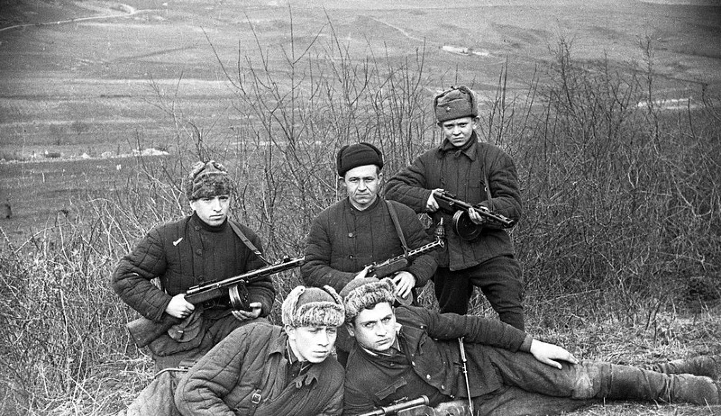 Группа разведчиков 456 стрелкового полка 109 сд.jpg
