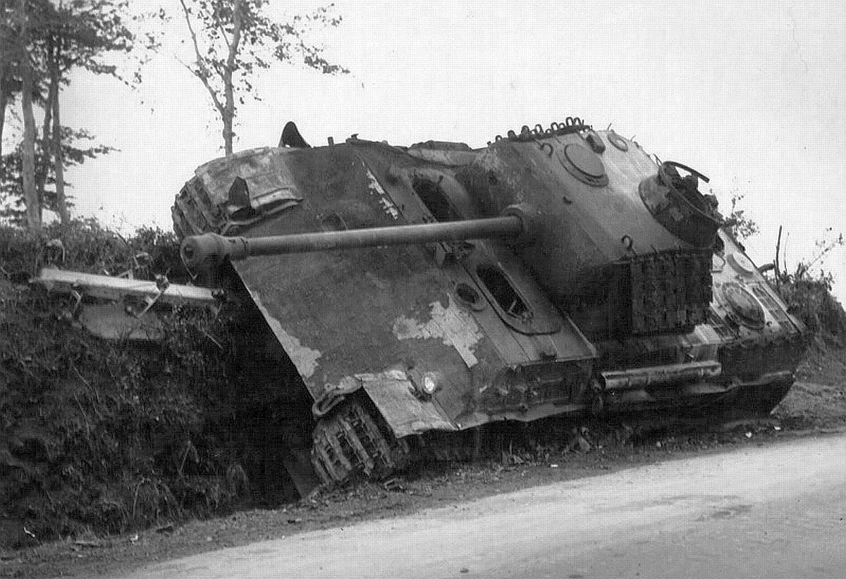 Мортен-1944 Panther_Mortain_side.jpg
