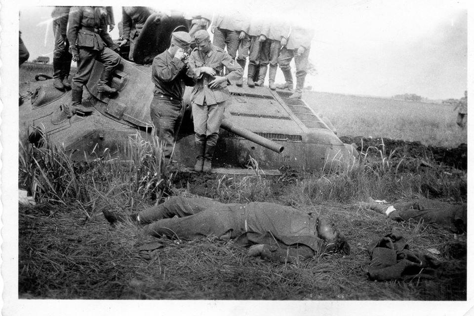 T-34_dead_tanker_photograph.jpg