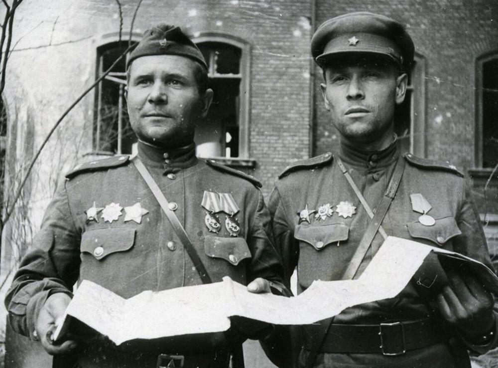 Зинченко и Плеходанов после боев.jpg