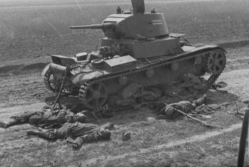 Т-26 Дубно погибшие.jpg