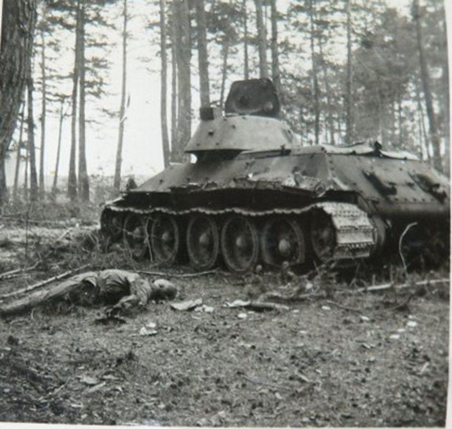 T-34_Leshnev_dead-3.jpg
