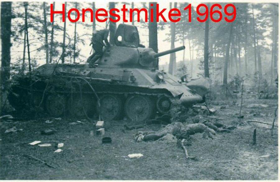 T-34_Leshnev_dead-2.jpg