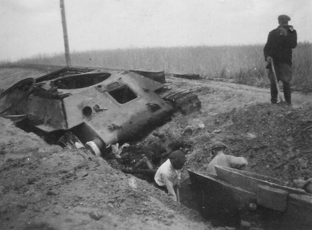 T-34_Bronniki_pokhorony.jpg