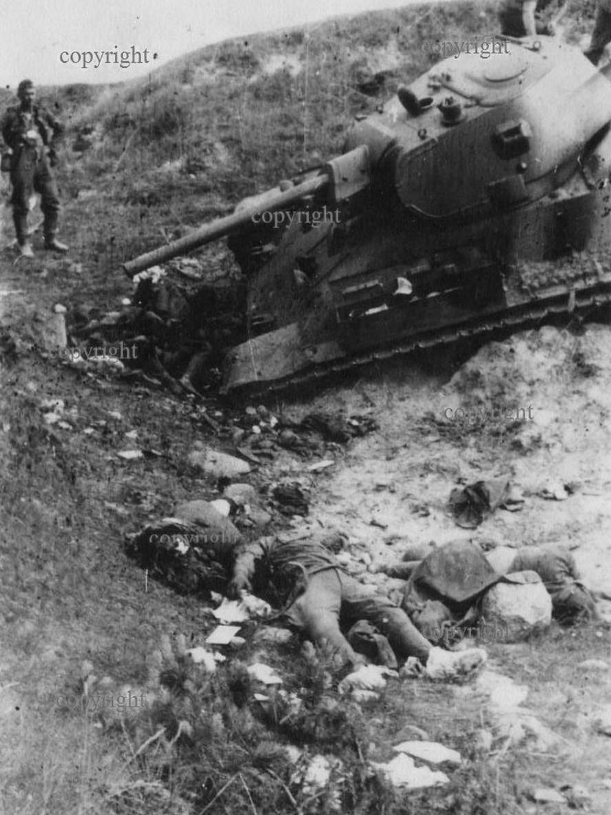 T-34_dead_group.jpg