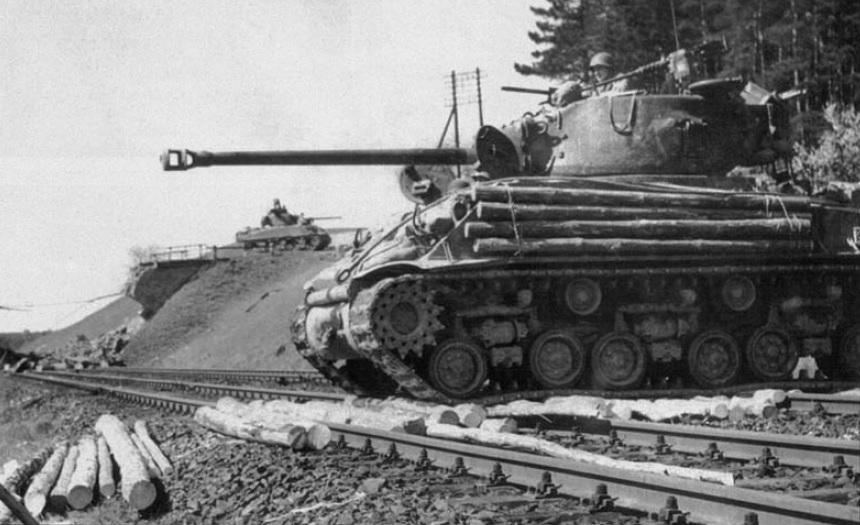 M4A3E8_12ArmD