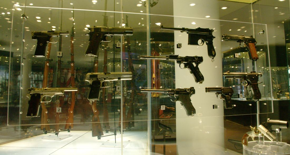 WWI_pistols_corner.jpg