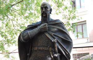 Святослав памятник в Серпухове