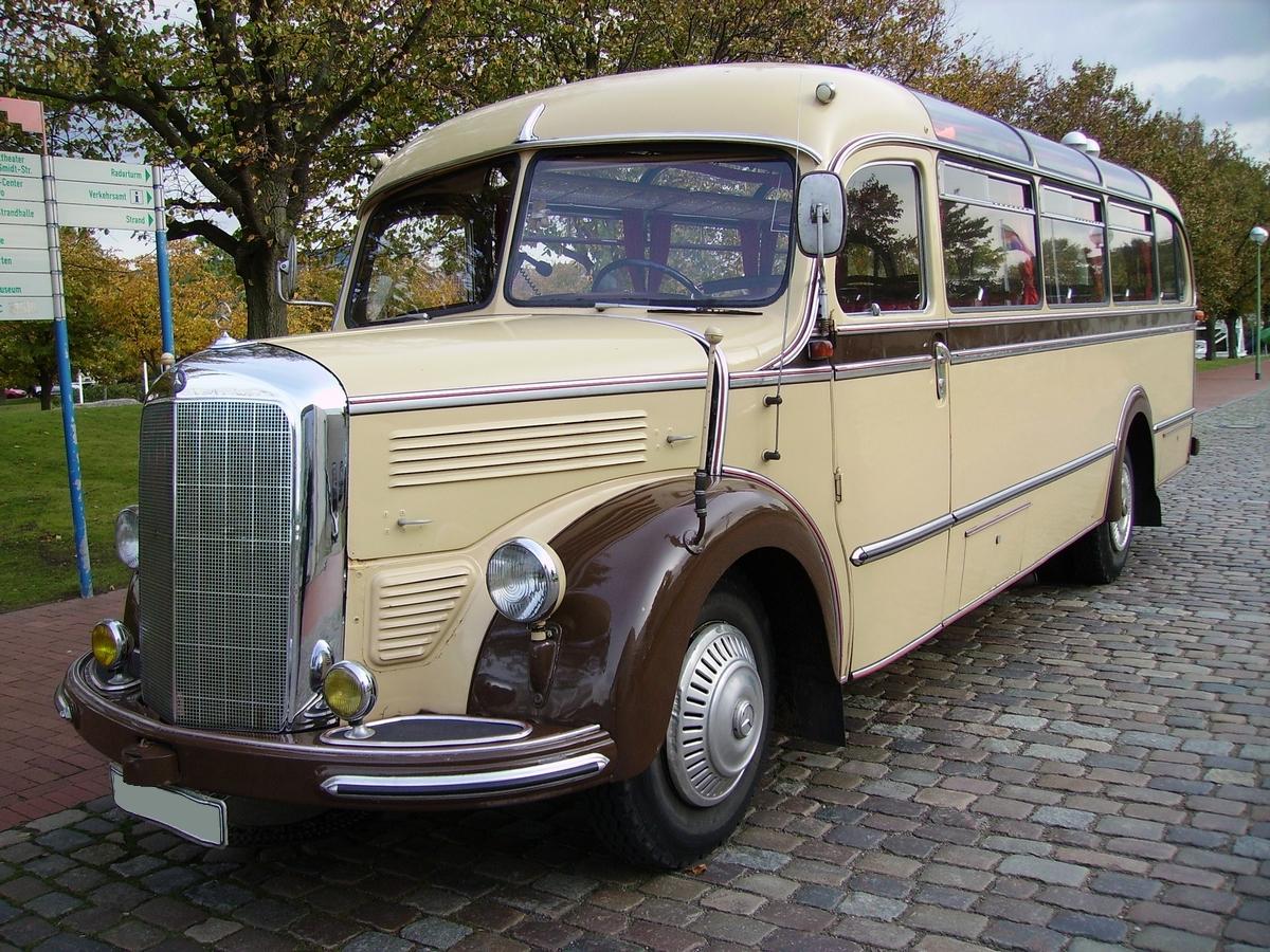Mercedes-Benz_Haubenbus