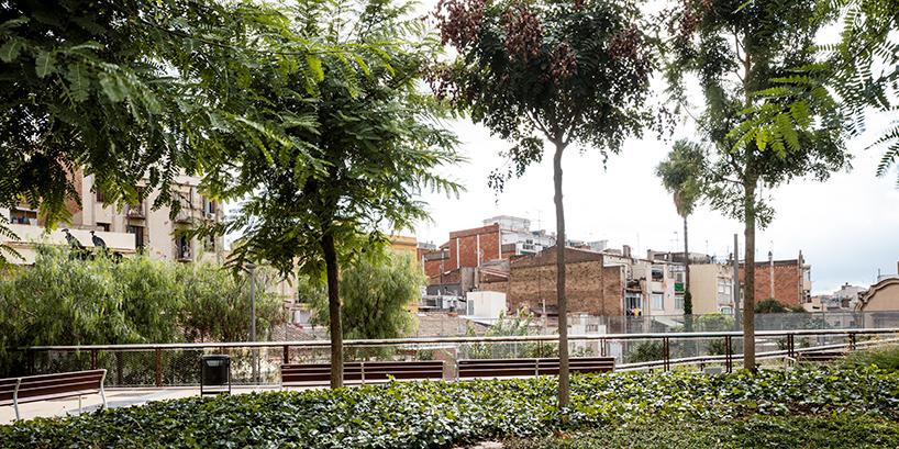 jardins-de-la-rambla-de-sants-barcelona-elevated-park-sergi-godia-ana-molino-designboom-06