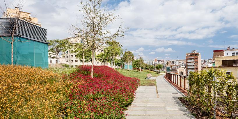 jardins-de-la-rambla-de-sants-barcelona-elevated-park-sergi-godia-ana-molino-designboom-07