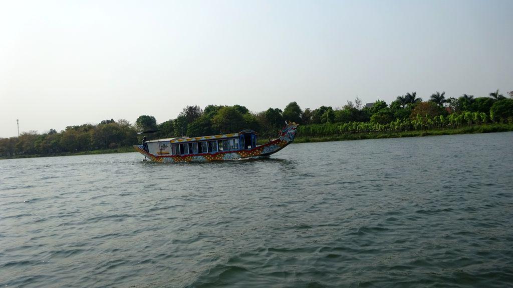 Прогулка по реке Хыонг