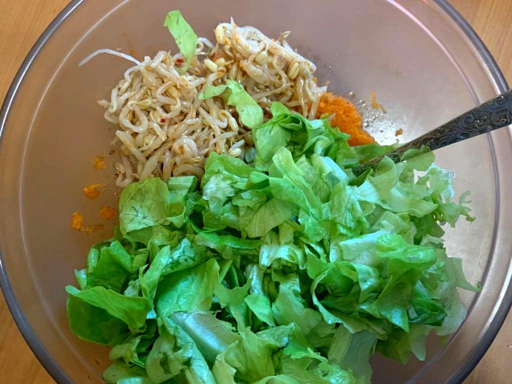 Салат из краснокочанной пекинской капусты