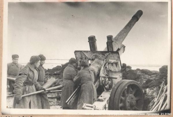 Интересно, что некоторые офицеры используют немецкие каски, так как, по словам ветерана этой дивизии вв войцеховича