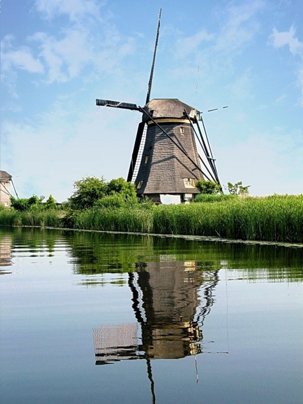 Kinderdijk-Holland_s