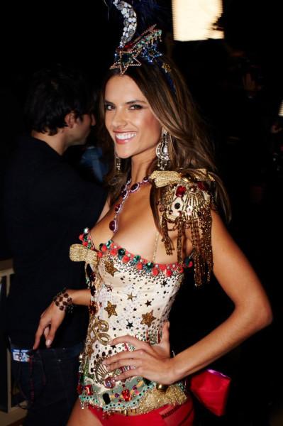 fashion-show-backstage-2012-alessandra-ambrosio-circus-victorias-secret-hi-res