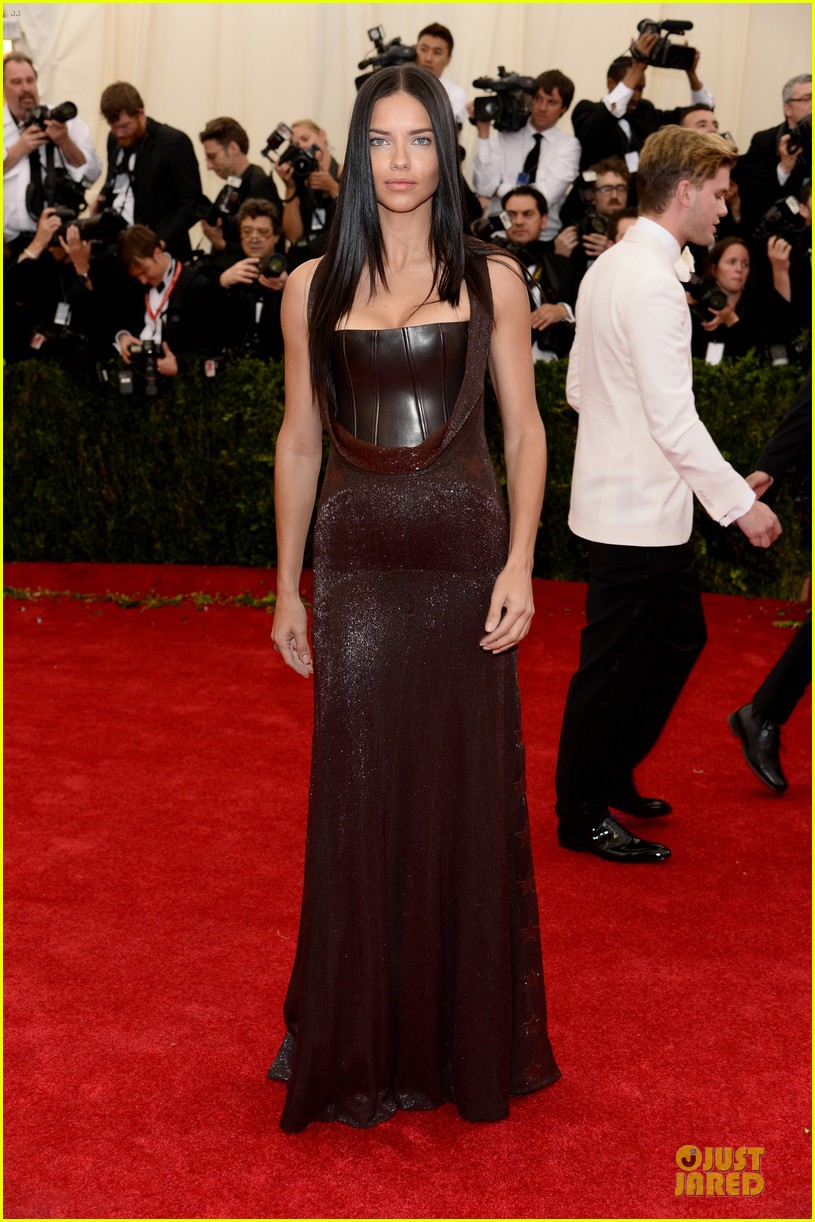 adriana-lima-amazing-at-met-ball-2014-04-2