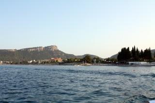 Вид с  катера на пляж