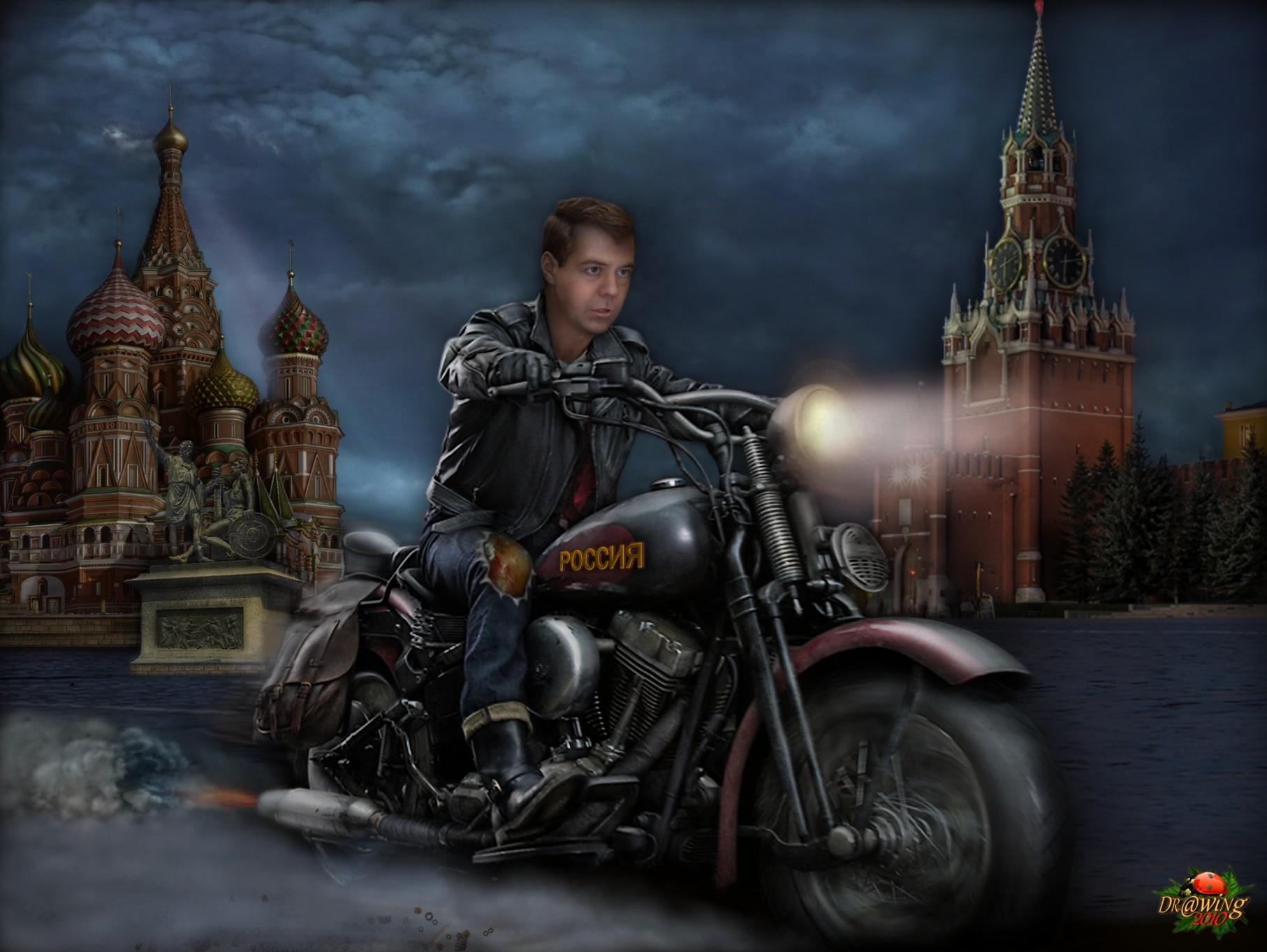 367375_medvedev_motocikl_kreml._1814x1363_(www.GdeFon.ru)