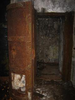 Противо-атомная дверь
