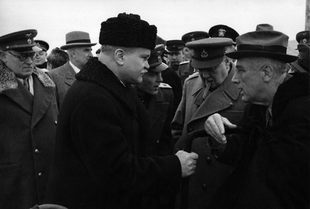 Павлов переводит разговор Молотова с Рузвельтом и Черчиллем.