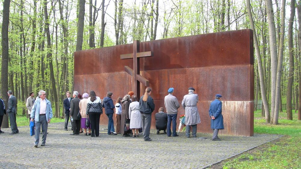 Мемориал советских и польских жертв тоталитарного режима в Пятихатках